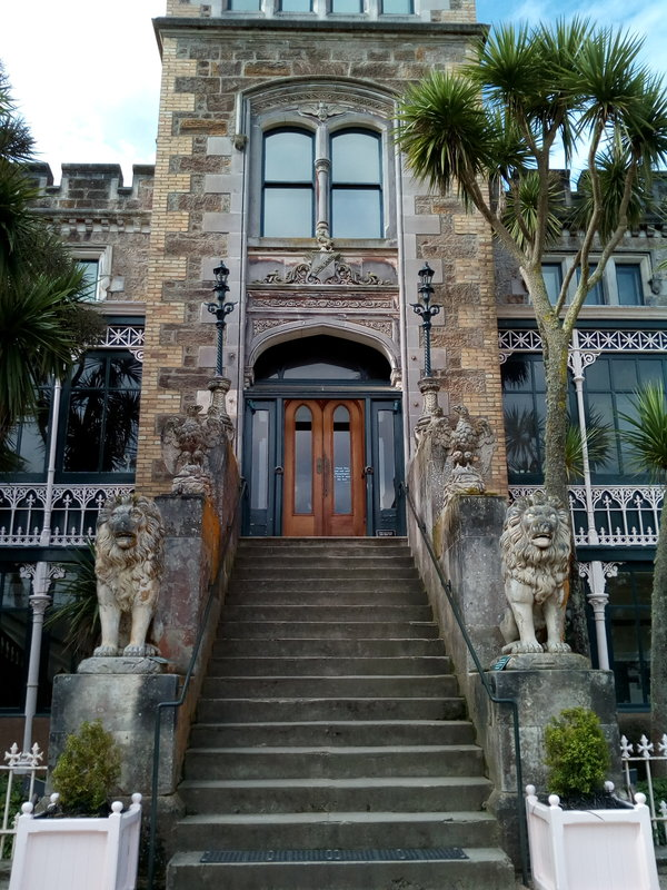 rsz_larnach_entry_steps_door