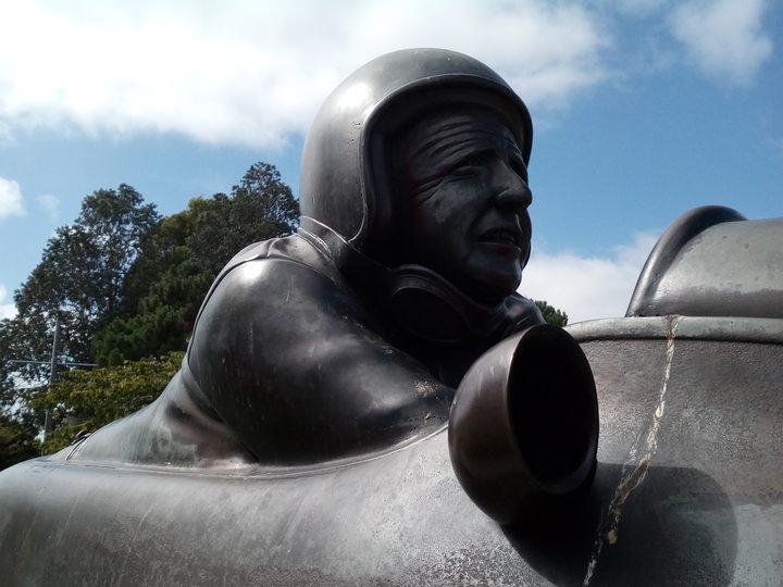 rsz_Munro_statue_04