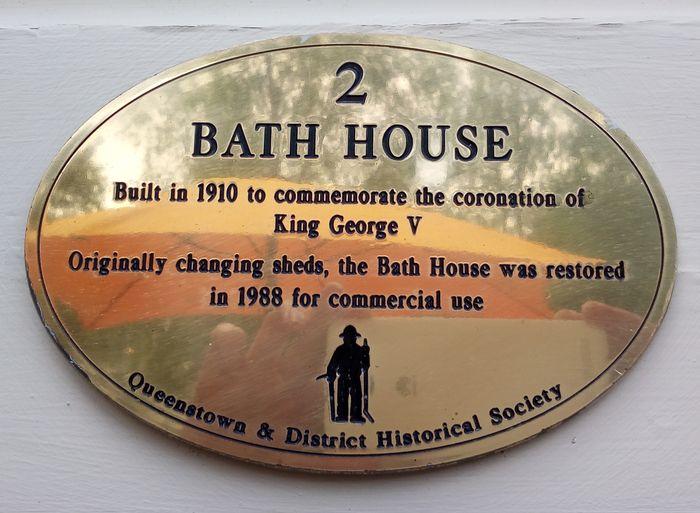 bath_house_cafe_02