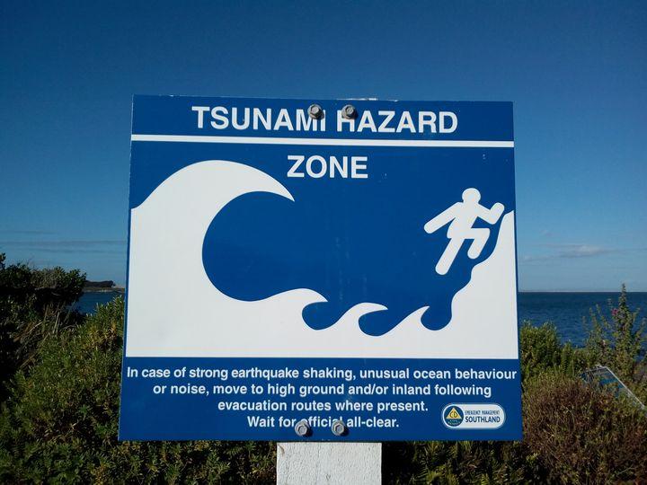 bluff_tsunami_sign_01