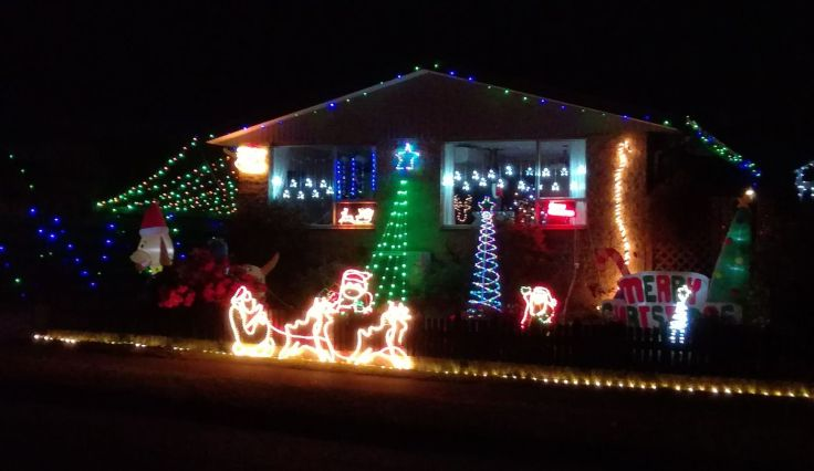 gore_decorated_houses_01