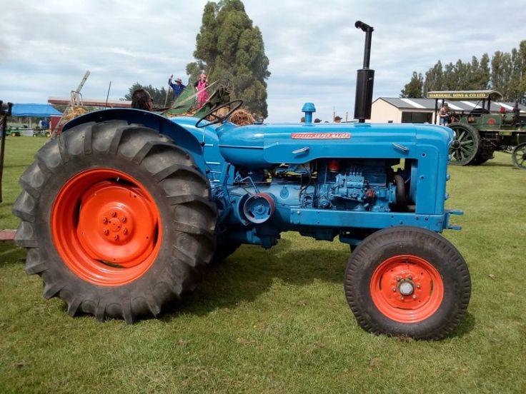 bright_tractor_01