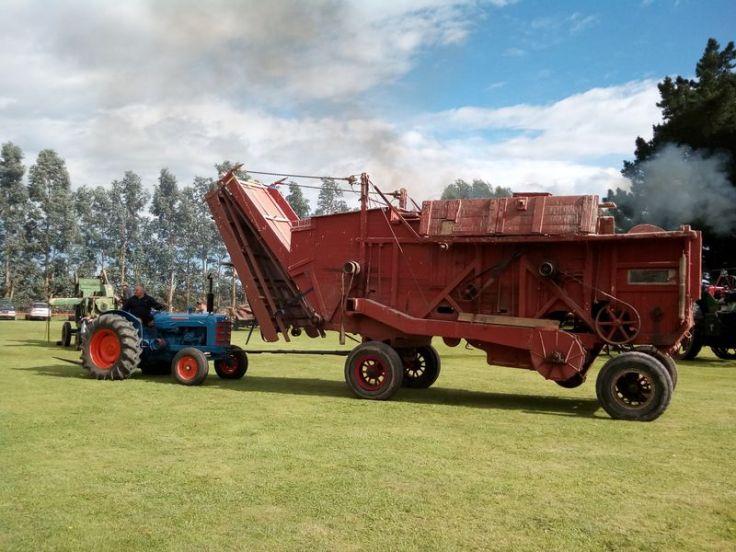 bright_tractor_02