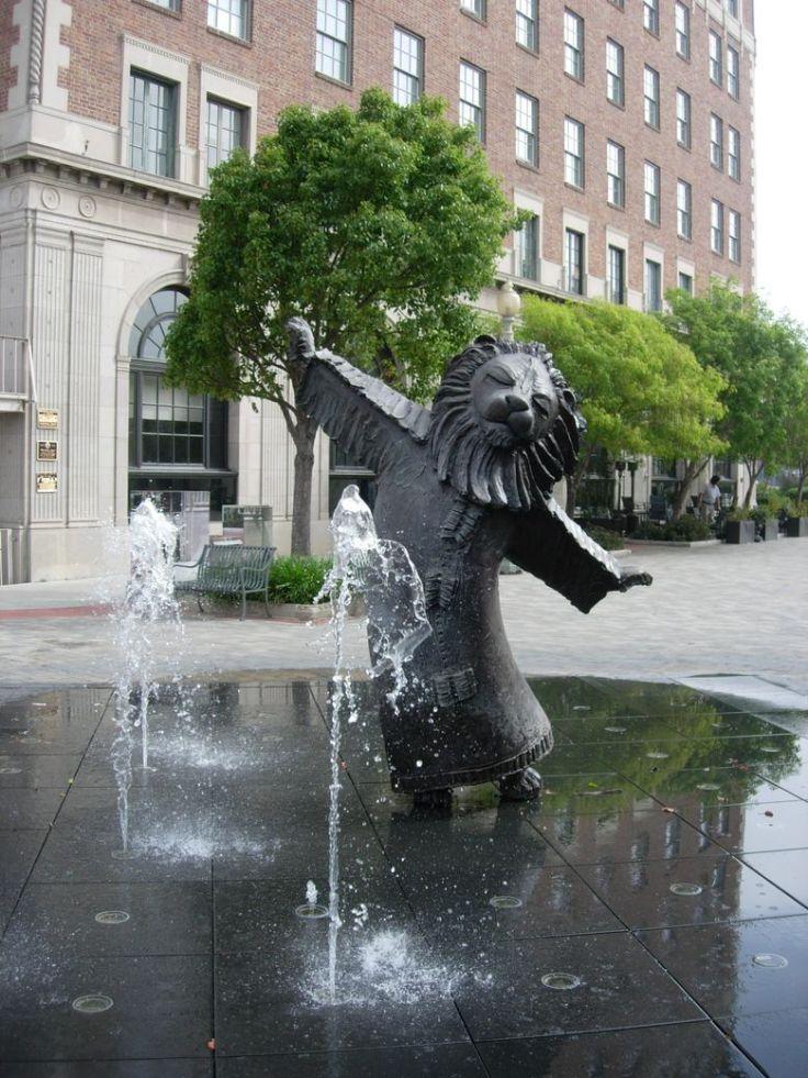 la_130610_lion_fountain_01