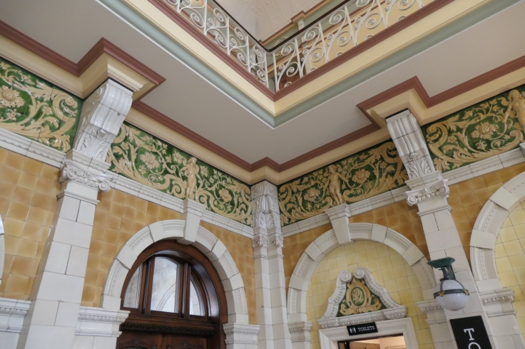 dun_railway_station_ornate_03