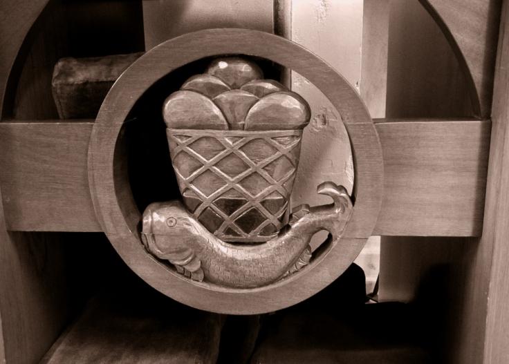 chair_back_church_dun